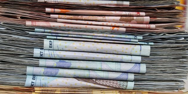 Dos estudiantes devuelven en Lugo 6.000 euros que encontraron en la