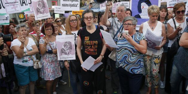 Beatriz Benavides, activista feminista y militante PSOE, lee un manifiesto durante la concentración en...