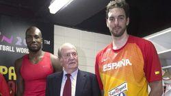La visita del rey Juan Carlos al vestuario de la selección