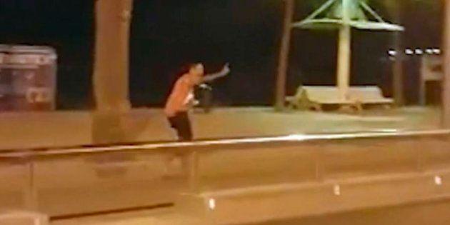 Una sola agente de los Mossos abatió a cuatro de los terroristas en