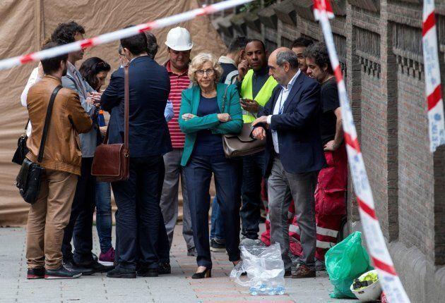 La alcaldesa de Madrid, Manuela Carmena, en el edificio en rehabilitación que se ha
