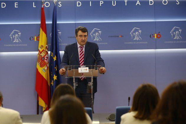 El portavoz del Partido Nacionalista Vasco (PNV) en el Congreso, Aitor Esteban, durante una rueda de