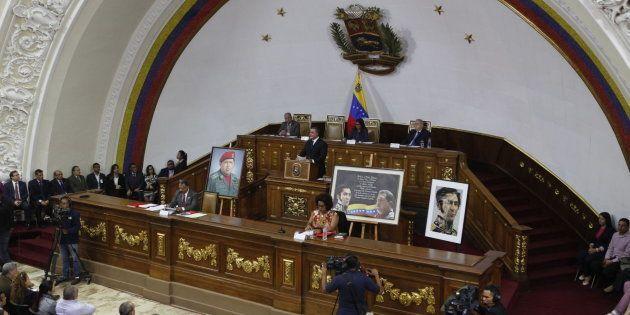 La Asamblea Constituyente disuelve el Parlamento de