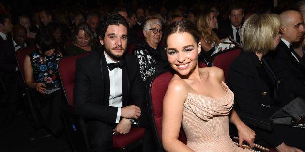Emilia Clarke muestra a Kit Harington como nunca lo habías