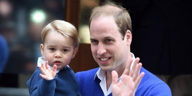 El Príncipe Guillermo rompe el protocolo siempre que viaja con sus