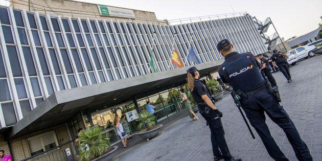 La mujer seccionada por el ascensor de un hospital de Sevilla acababa de dar a