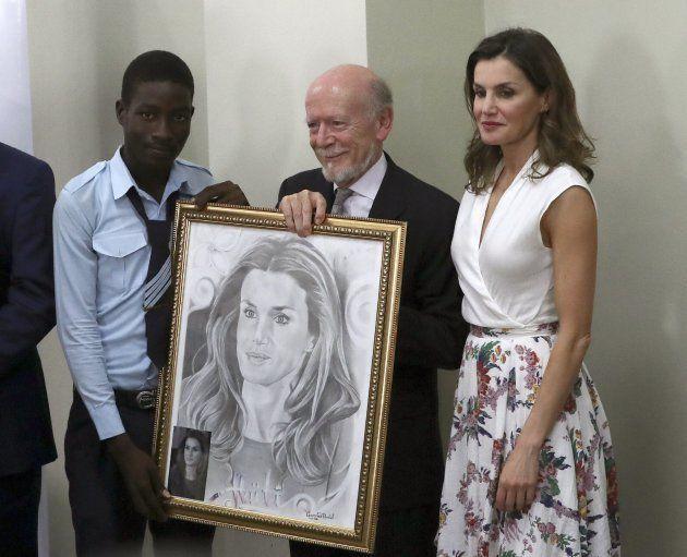 La reina Letizia, sorprendida con un retrato en Haití antes de regresar a