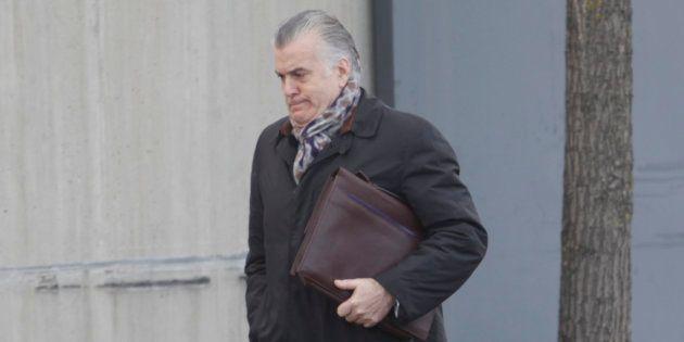 Luis Barcenas asistiendo al juicio por el