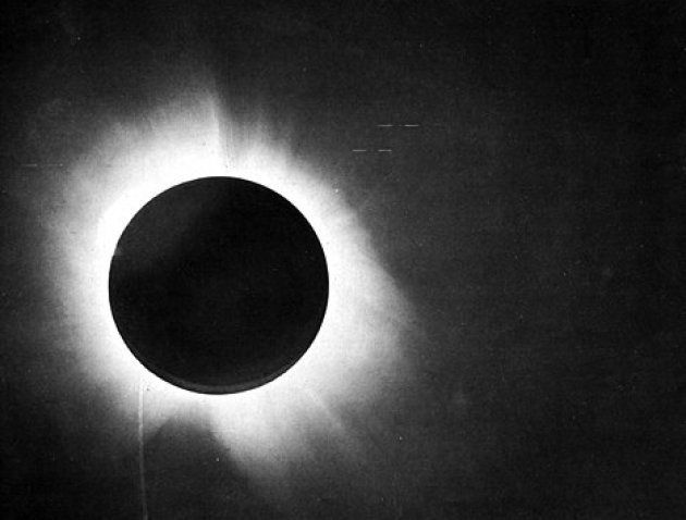 El eclipse observado por Arthur