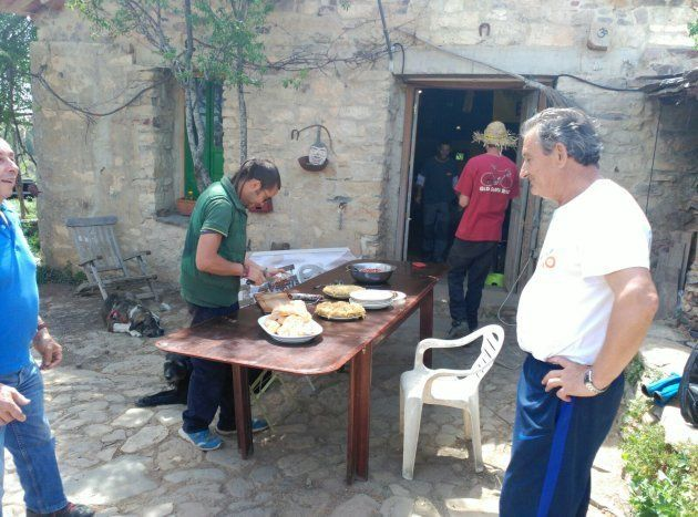 Invitan a comer a los antiguos habitantes en la casa