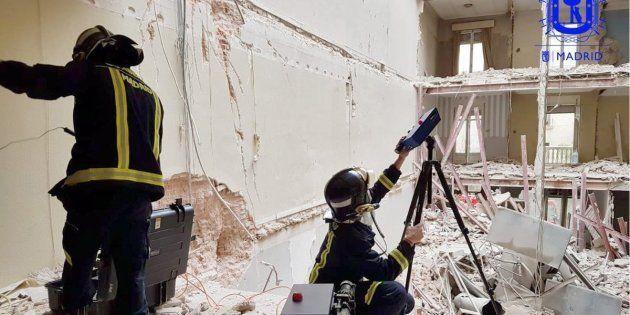 Bomberos de Madrid, tratando de localizar a los dos