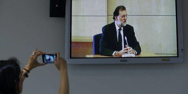 El Gobierno de Rajoy, al borde del