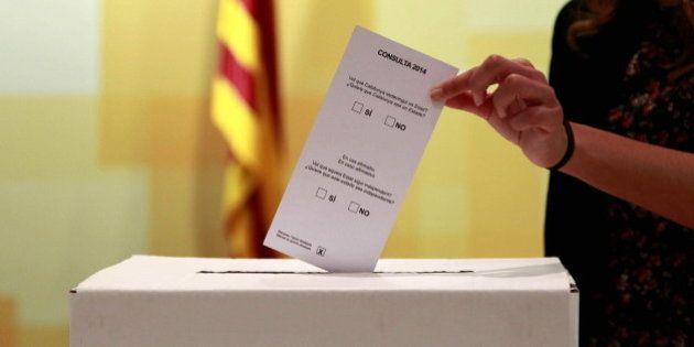 El Tribunal Constitucional suspende la consulta catalana al admitir a trámite los recursos del