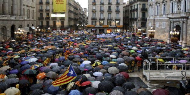 Miles de personas se echan a la calle en Cataluña reclamando votar el