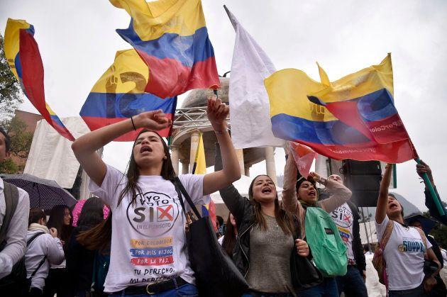 Manifestación de universitarios a favor del acuerdo de paz Gobierno-FARC, en Bogotá, en septiembre de