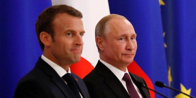 El presidente ruso Vladimir Putin y Emmanuel Macron, su homólogo francés, este viernes en San