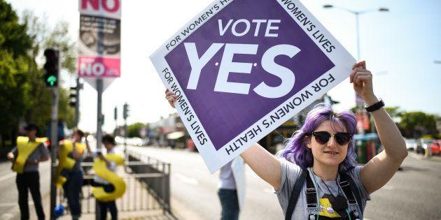 Partidarios del sí hacen campaña en Dublín