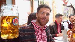 Xabi Alonso y Guardiola, dándolo todo en el Oktoberfest