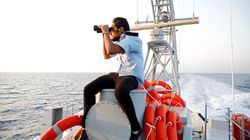 Un grupo armado impide a las barcas con inmigrantes zarpar desde