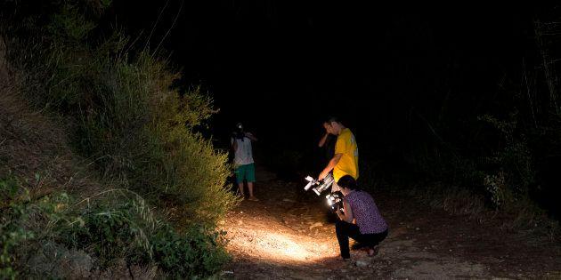 Un grupo de reporteros graban imágenes en el viñedo de Sant Sadurní d'Anoia (Barcelona) donde los Mossos...