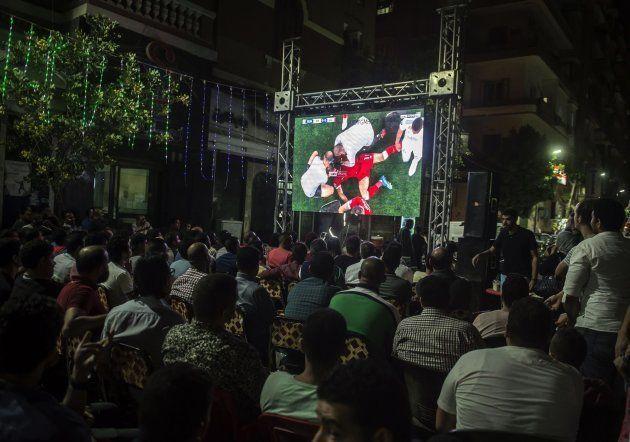 Aficionados egipcios ven en directo el momento de la lesión de