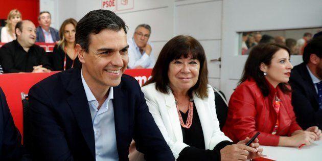 Pedro Sánchez, Cristina Narbona y Adriana