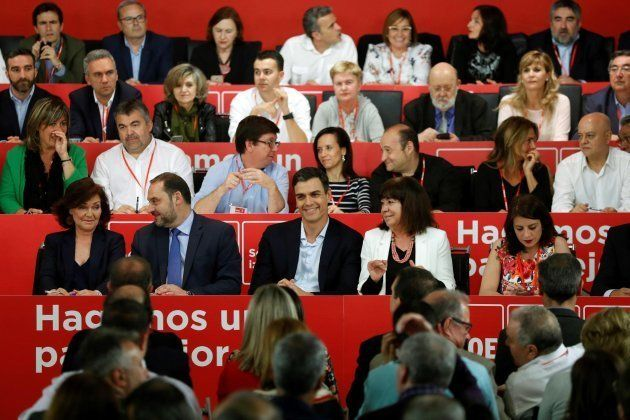 Sánchez explica su hoja de ruta a los barones: