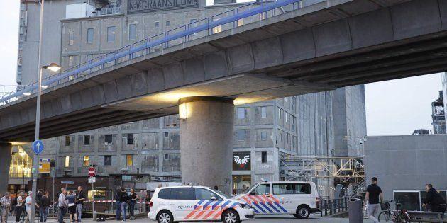 Detenido en Róterdam un español con una furgoneta cargada de bombonas de gas junto a una sala de