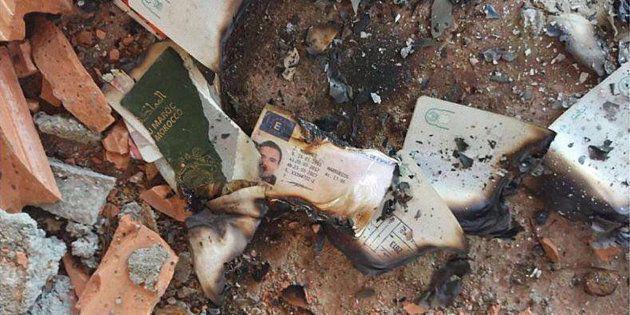 Restos quemados del pasaporte y el carnet de conducir de Mohamed Hichamy, uno de los abatidos en Cambrils,...
