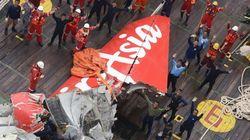 Recuperan parte de la cola del avión accidentado de AirAsia