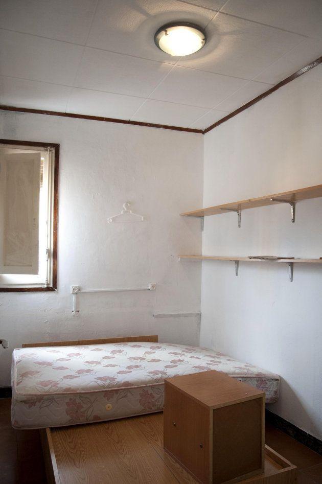 La habitación del imán de Ripoll (Girona), en la casa de la calle Sant Pere que los Mossos d'Esquadra...