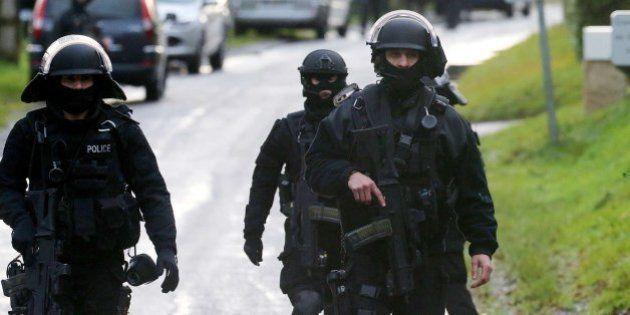 EN DIRECTO: Tiroteo en el noroeste de París y los sospechosos toman rehenes, según