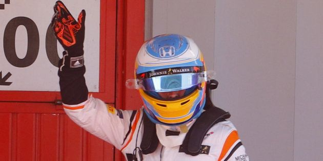 El aplaudido gesto de Fernando Alonso en carrera para homenajear a las víctimas del atentado de