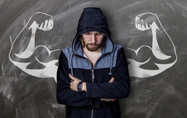 Tras una ruptura, los hombres tienen la presión de mostrarse fuertes, aunque estén pasando por un momento