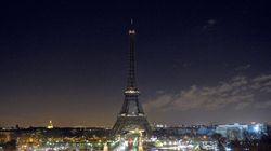 La torre Eiffel se 'apaga' por 'Charlie Hebdo' (VÍDEOS,