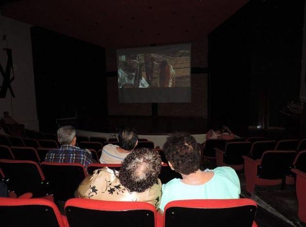 Las proyecciones de #CineSillita son gratuitas, semanales y se han llevado a cabo en estados como Chiapas,...