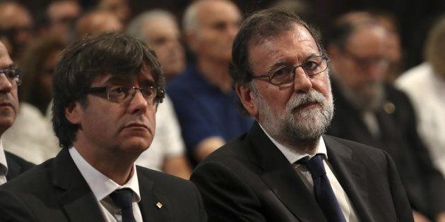 El president catalán, Carles Puigdemont, y el presidente del Gobierno central, Mariano Rajoy, el pasado...