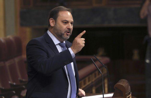 Sánchez se compromete a mantener los presupuestos del PP y exige a Rajoy que