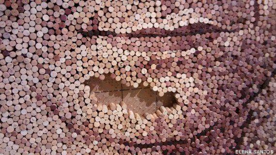 30.000 corchos de vino para dibujar a los reyes Felipe y Letizia (VÍDEO,
