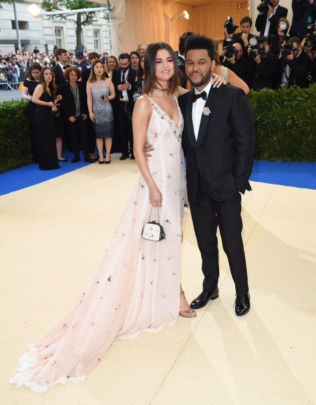 Selena Gomez y The Weeknd en la gala MET de