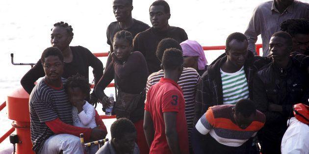 Un grupo de migrantes, a su llegada al puerto de Tarifa, el pasado 27 de