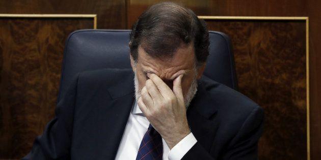 El presidente del Gobierno, Mariano Rajoy, tras comparecer hoy en un pleno extraordinario en el Congreso...