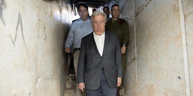 El secretario general de la ONU, Antonio Guterres, visitando con mandatarios de Israel un túnel supuestamente...
