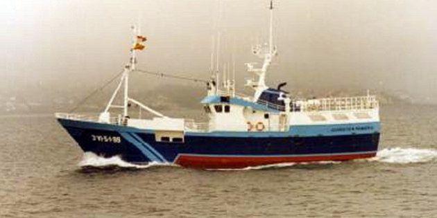 Un desaparecido y 13 rescatados del pesquero español incendiado frente a