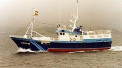 Un desaparecido y 13 rescatados del pesquero español incendiado en