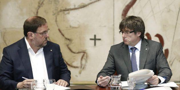 El presidente de la Generalitat, Carles Puigdemont, y el vicepresidente del Govern, Oriol