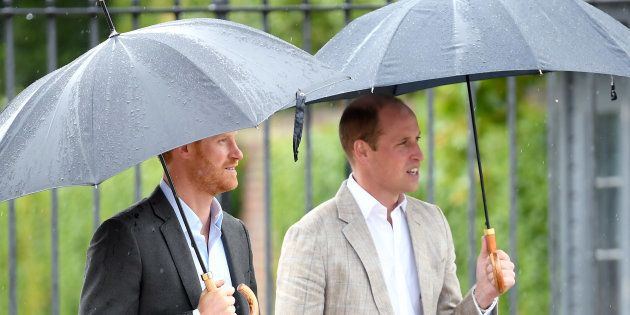 Guillermo y Enrique homenajean a su madre, la princesa Diana, 20 años después de su muerte, en el palacio...
