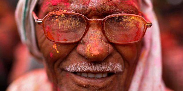 India se tiñe de colores con la fiesta de Holi