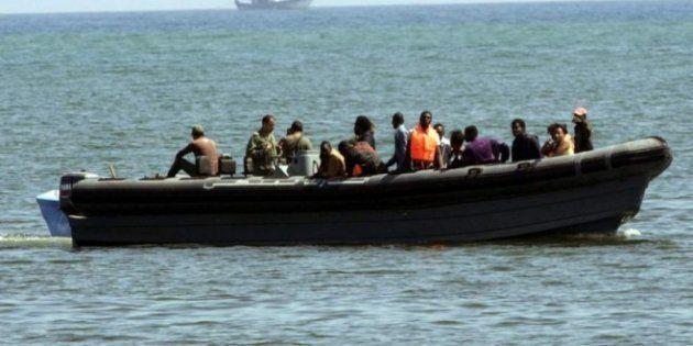 Rescatan a 42 inmigrantes subsaharianos de una patera y los llevan a