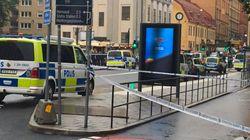 Un hombre armado con un cuchillo ataca a la Policía en una plaza de